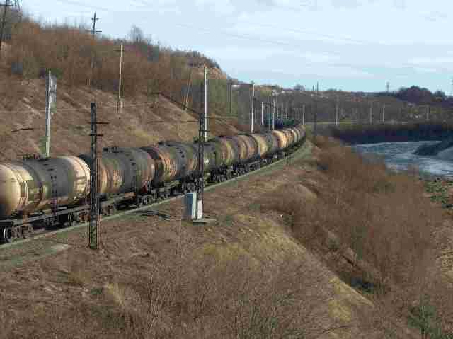 Öljy virtaa Murmannin radalla toukokuussa 2005, kuva YMy
