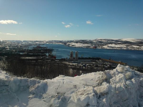 Liikenne ja kansakunta näivettyvät ilman suuntaa. Kuvassa Murmanskin satama huhtikuussa 2014. Satama modostaa Luoteis-Venäjän ja Koillisväylän keskeisen solmukohdan nyt ja tulevaisuudessa.